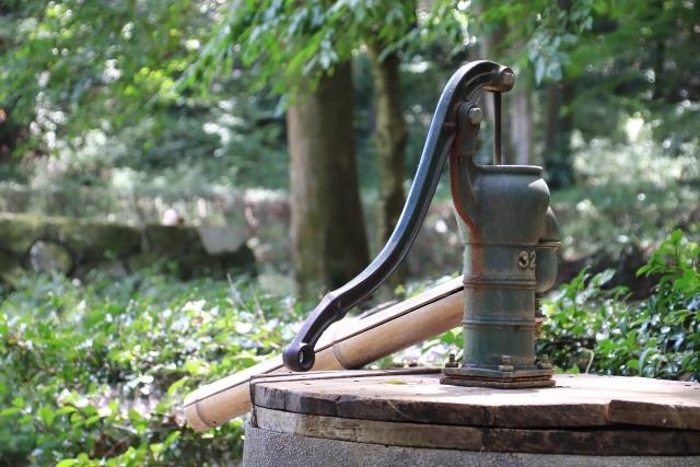 井戸から水が出る場所を知ろう!井戸生活を始めたい人への情報まとめ